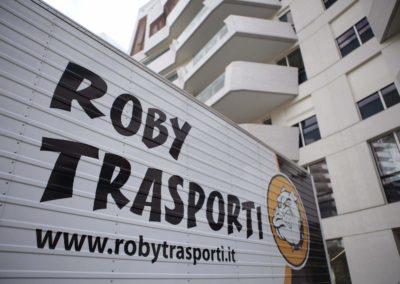 2021-04-Roby-Trasporti-Traslochi-Aziendali-Trasporti-per-Privati-Slogan-Mezzo-di-Trasporto