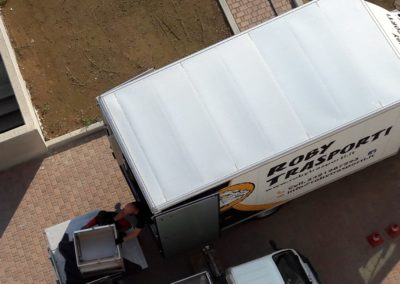 2021-04-Roby-Trasporti-Camion-per-Trasloco-Appartamento