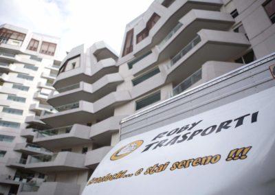 2021-04-Roby-Trasporti-Mezzo-per-Trasloco-Condominio-Rovello-Porro-Slogan